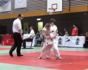b) Veia wirft Ippon-Seoi-Nage (Schulterwurf).PNG